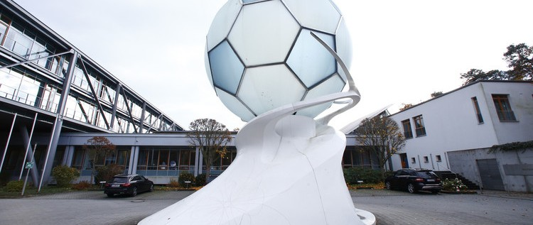 """""""فيفا"""" يفتح تحقيقا في منح ألمانيا حق استضافة مونديال"""