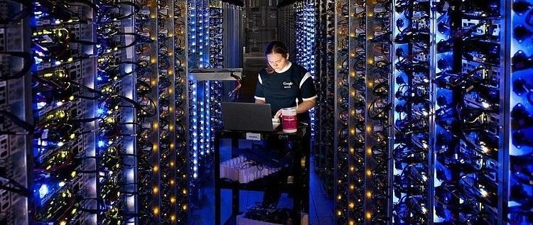 شاهد بالفيديو مركز بيانات غوغل الممنوع دخول الموظفين إليه