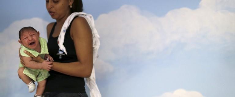 دراسة تقول إن عدوى زيكا الفيروسية غزت الأمريكتين عام 2013