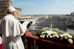 """البابا يأمل بتحقيق السلام في سوريا """"الممزقة"""" منددا بـ""""رفض"""" المهاجرين"""