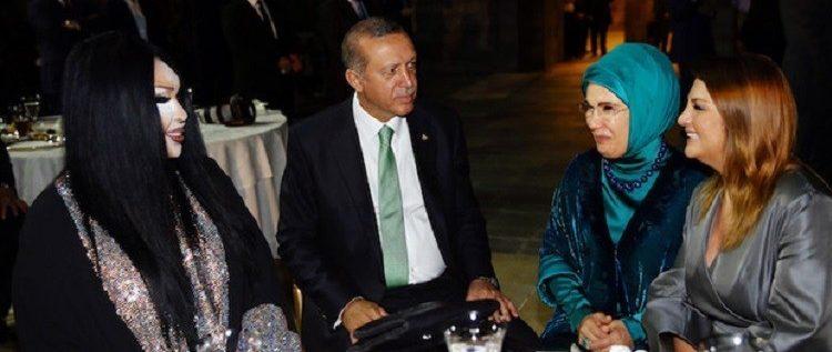 أردوغان يتناول الإفطار مع أشهر المتحولين جنسيا في تركيا