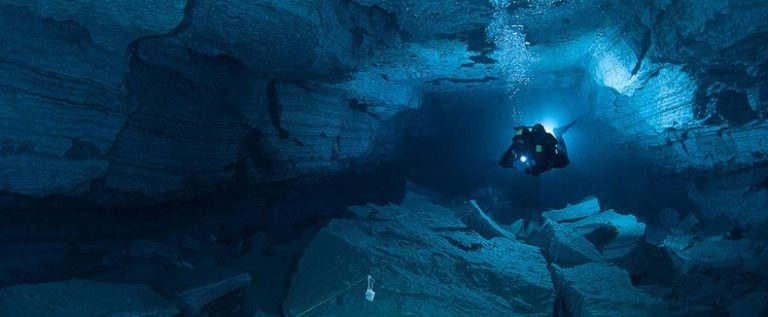 أطول كهف في العالم تحت الماء