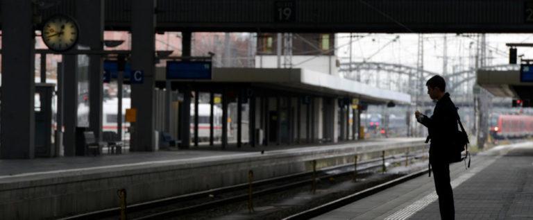 جرح 20 شخصا على الأقل في هجوم مسلح على ركاب قطار في ألمانيا