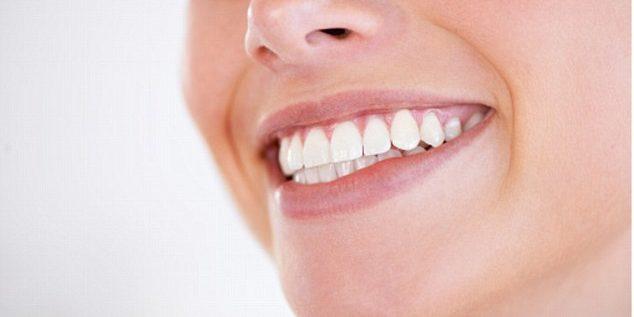10 خُرافاتٍ عن الأسنان..تتعلق بالغسول والفرشاة والمعاجين