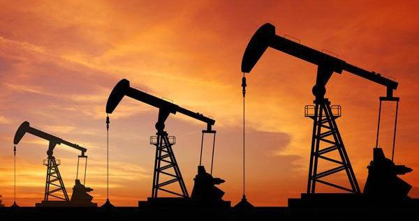 النفط عند أعلى مستوى بثلاثة أسابيع