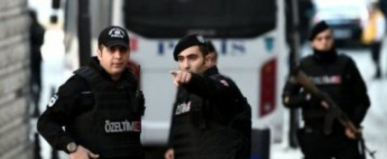 تركيا: مقتل 8 شرطيين على الأقل وإصابة العشرات في هجوم بسيارة مفخخة