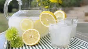خطأ يرتكبه ملايين الناس يومياً مع عصير الليمون الحامض