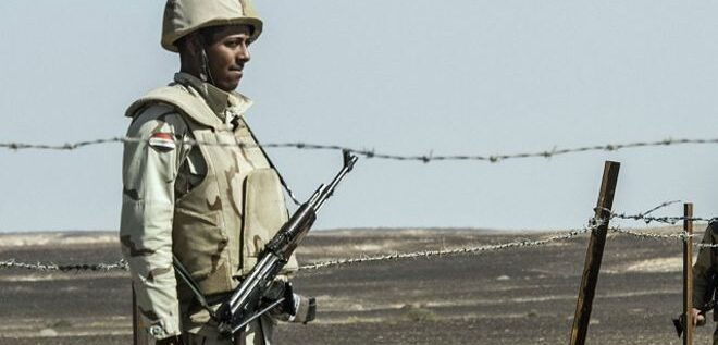 مقتل 5 جنود مصريين في هجوم بسيناء