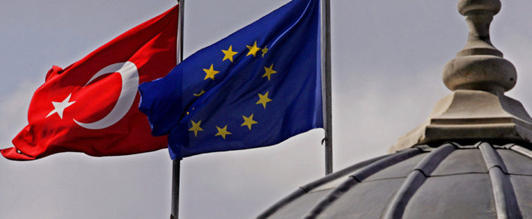البرلمان الأوروبي يصوت لصالح قرار تجميد مباحثات انضمام تركيا إلى الاتحاد الأوروبي