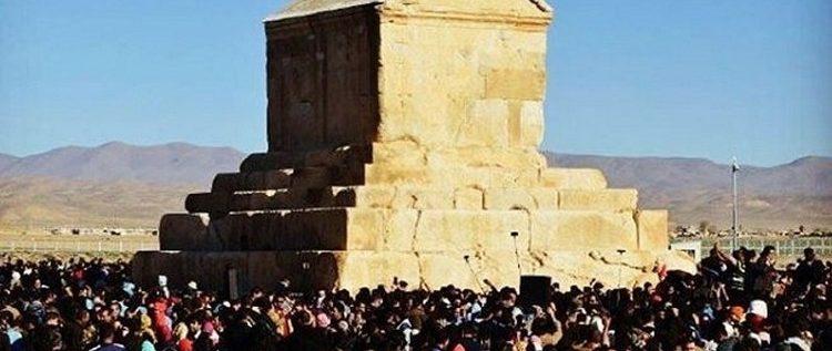اعتقال شباب إيرانيين بسبب ولائهم للملك كورش الكبير!