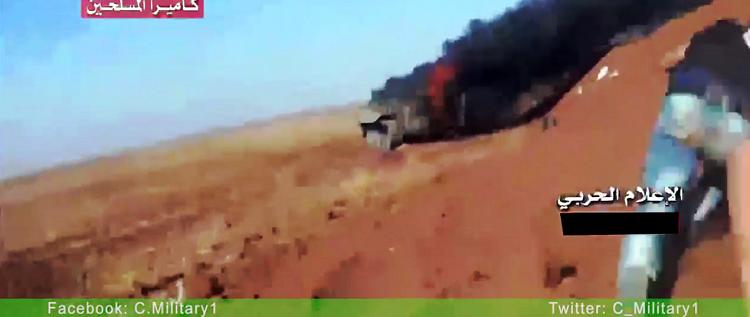 بالفيديو.. لحظة مقتل أحد عناصر جبهة النصرة عند الكتيبة المهجورة في ريف درعا