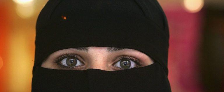 """فتاة سعودية تدفع مليون ريال و""""رولزرويس"""" لحرق شقيقها وأطفاله"""