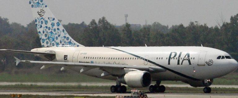 """""""مهزلة بشرية"""" على متن طائرة باكستانية"""