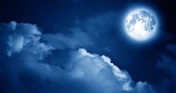 الليلة..القمر الثلجي يطل على الأرض برفقة مذنب