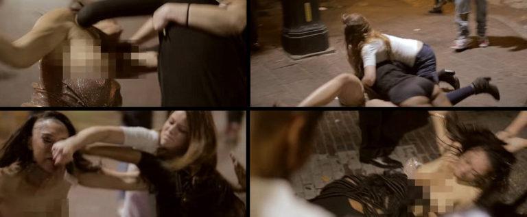 بالفيديو والصور: شجار أنثوي يكشف الصدور.. ضربٌ وتعرية أمام المارّة!