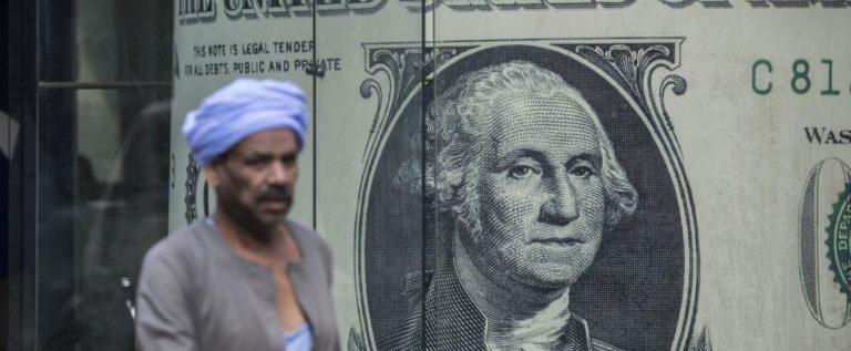 """وزير المالية المصري يكشف """"سعر الدولار"""" في الميزانية الجديدة"""