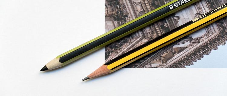 """سامسونغ تطرح قلما رقميا أفضل بـ 5 آلاف مرة من قلم """"الرصاص"""" آبل"""