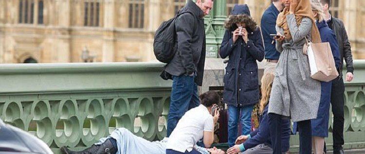 """""""محجبة لندن"""" ترد على منتقديها!"""