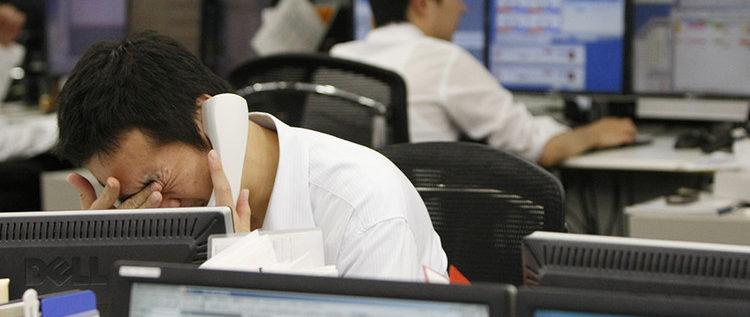 ياباني يطعن نفسه مقابل يوم غياب عن العمل ..
