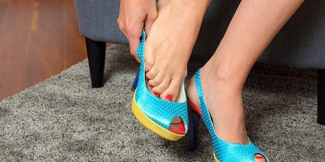 خلع حذائك قبل دخول المنزل ضروري لعدة اسباب!