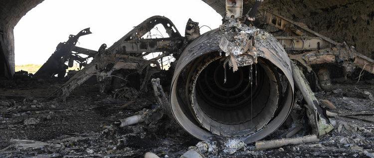 """ناشطون: الطائرات السورية """"فعلت المستحيل"""" واستأنفت عملياتها من قاعدة الشعيرات"""