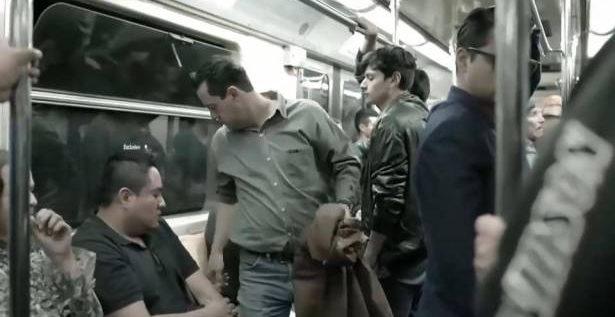 مقعد على شكل عضو ذكري في قطار الانفاق في مكسيكو… ما الهدف منه؟