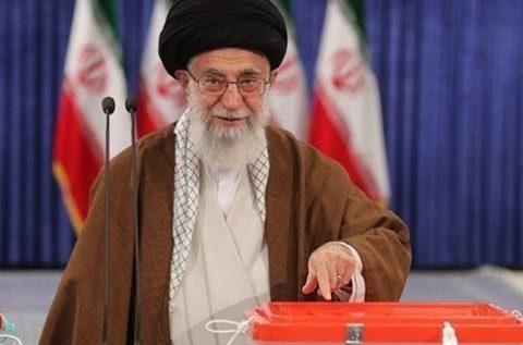 بدء فرز الأصوات بعد إقبال كبير في انتخابات الرئاسة الإيرانية