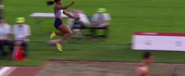 بالفيديو…رياضية تتعرض لموقف محرج أثناء القفز