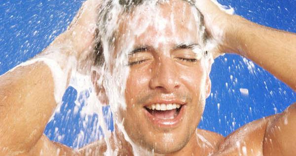 كم مرّة في الأسبوع يجب أن يغسل الرجل شعره؟