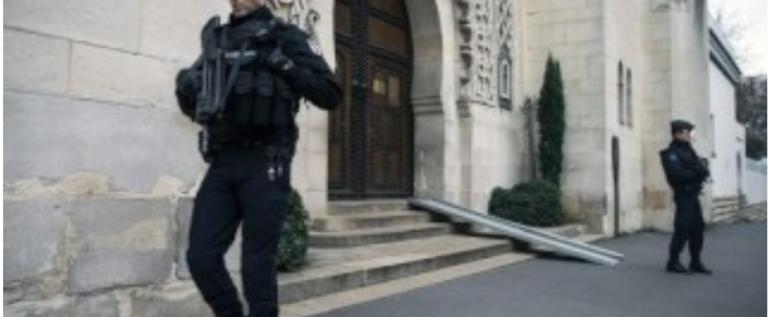 إغلاق مسجد في باريس.. والسبب؟