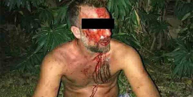 ضابط يعتدي على مواطنين بوحشية