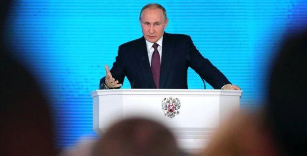 """بوتين يكشف عن صاروخ روسي """"لا يمكن لأمريكا إيقافه"""""""