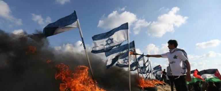 """جمعة """"حرق العلم الاسرائيلي"""".. الالاف يشاركون وعشرات الاصابات برصاص الاحتلال على حدود غزة"""