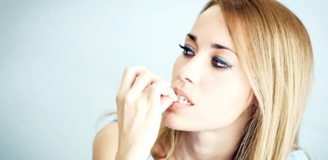 قضم الأظافر ونتف الشعر وكشط الأنف قد تكون مجرد عادات مزعجة أو مؤشر لاضطراب عقلي؟ إليك طريقة للإقلاع عنها
