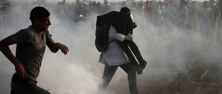 إصابة 130 فلسطينيا برصاص جيش الاحتلال الإسرائيلي على حدود غزة