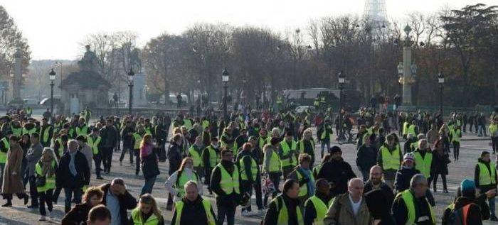 """الداخلية الفرنسية: أكثر من 100 ألف محتج خرجوا مع """"السترات الصفراء"""""""