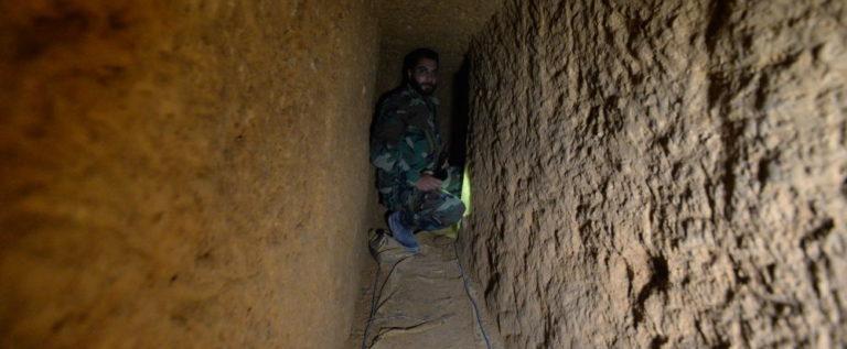 سوريا.. العثور على نفق بطابقين حفره المسلحون في داريا