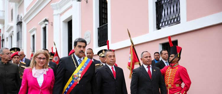 احتجاز فريق تلفزيوني أمريكي لساعتين في القصر الرئاسي بفنزويلا!