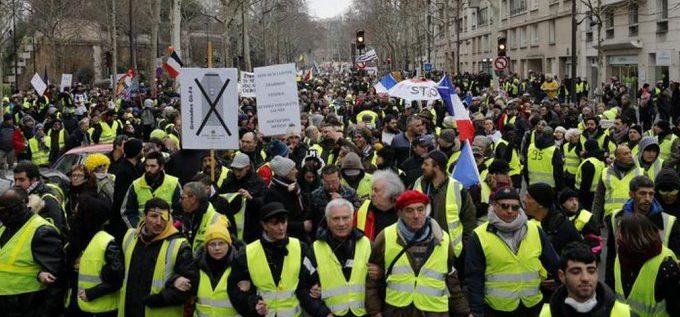 """60 ألفا شاركوا في احتجاجات """"السترات الصفراء"""" في فرنسا"""