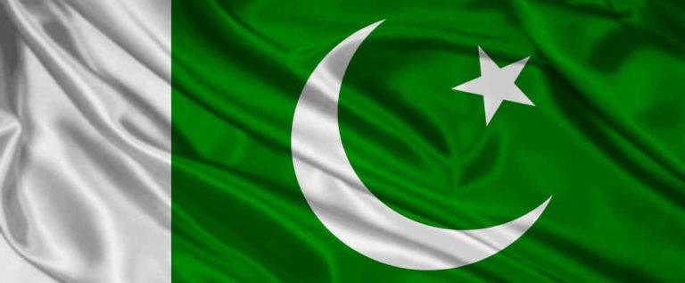 المحكمة العليا في باكستان تطالب الجيش بالنأي عن السياسة
