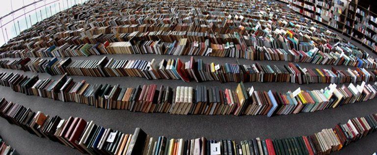 نهر من الكتب في تورنتو