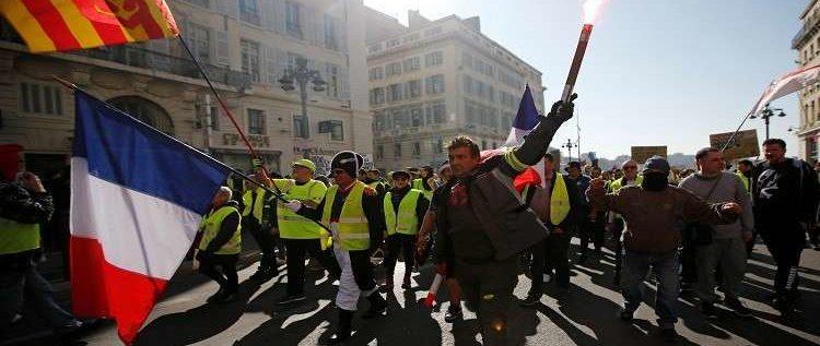 """محتجو """"السترات الصفراء"""" يتظاهرون للسبت السادس عشر"""