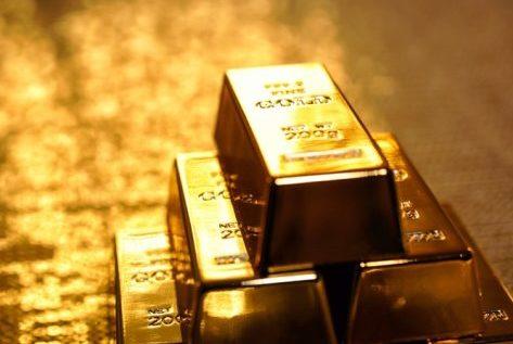 الذهب يرتفع بفعل تراجع الدولار والأنظار على محادثات أمريكا والصين