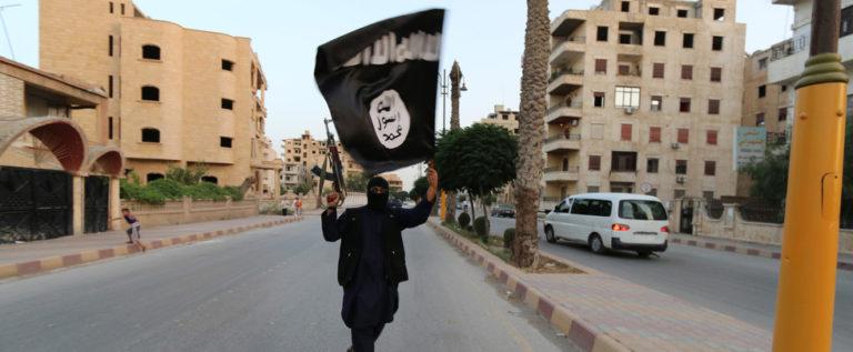 """""""رويترز"""": أمريكا نقلت سرا 30 """"داعشيا أجنبيا"""" من سوريا إلى العراق"""