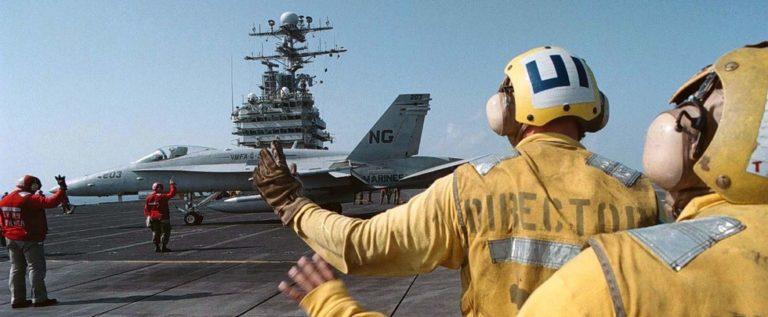 صحفي أمريكي يحرض بلاده على تدمير الأسطول البحري الإيراني!