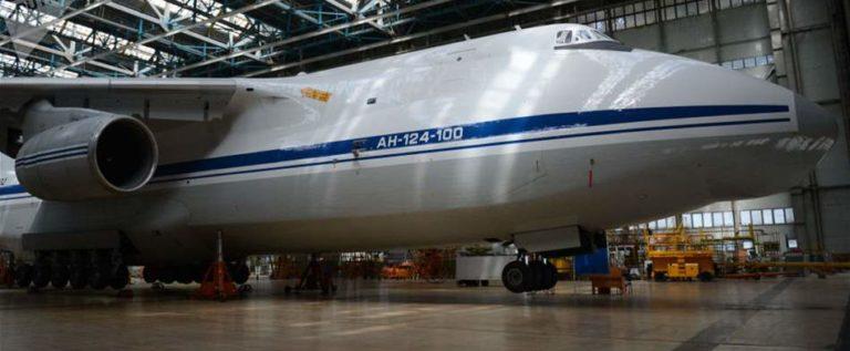 أضخم طائرة في العالم تدخل الخدمة بعد تحديثها