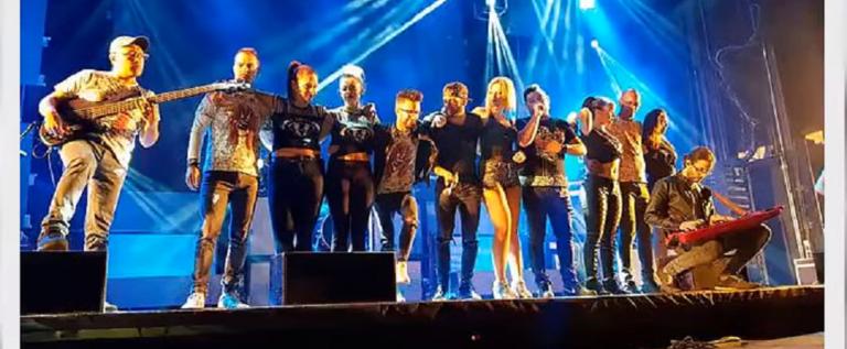 بالفيديو.. مصرع مغنية إسبانية على خشبة المسرح!