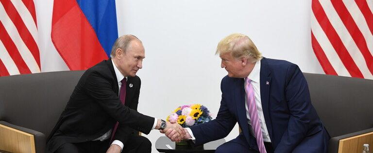 الكرملين يعلن شرطه لنشر المحادثات بين بوتين وترامب