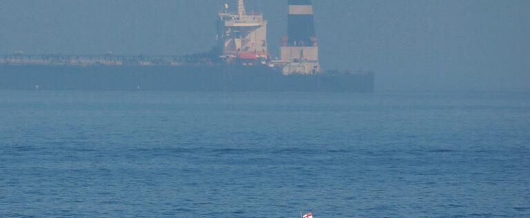 صاروخان يستهدفان ناقلة نفط إيرانية قرب سواحل جدة