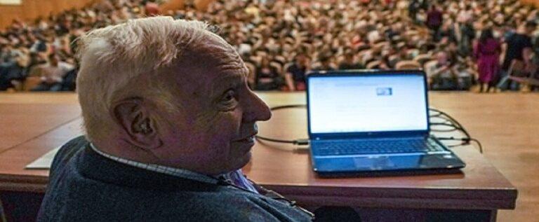 عالم حائز نوبل يتحدث عن عجز العلم أمام السرطان